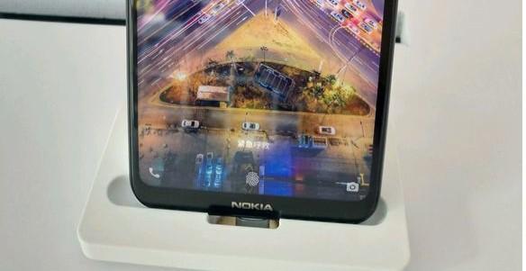 Particolare della parte inferiore del Nokia X(6)