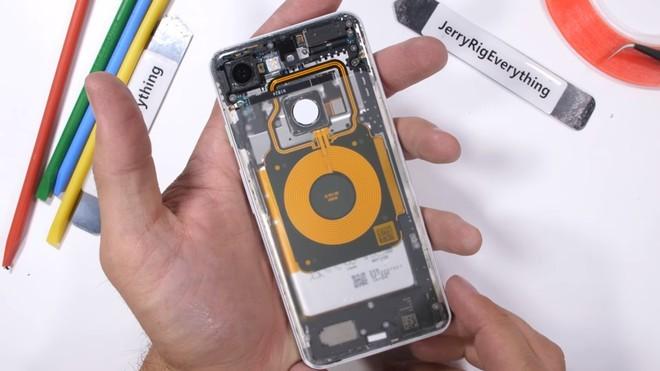 JerryRigEverything mostra i Pixel 3 con una back cover trasparente | Evosmart.it