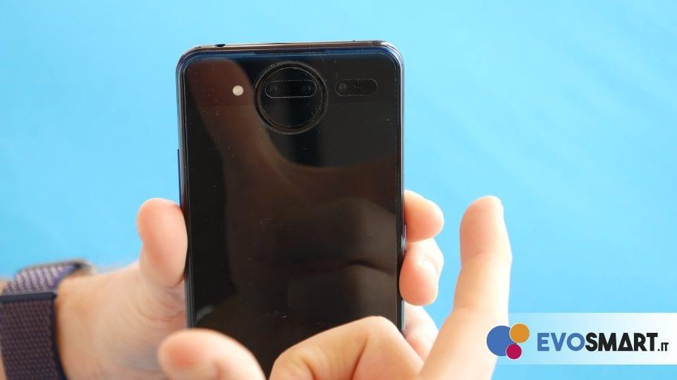 La fotocamera ricorda un po' i vecchi Nokia Lumia