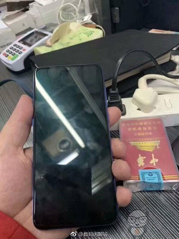 Xiaomi MI 9 immagini dal vivo (2)