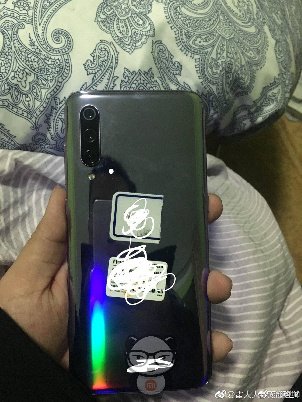Xiaomi MI 9 immagini dal vivo (5)
