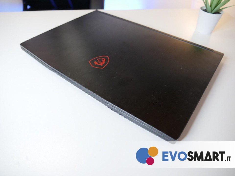 Il rivestimento del display è realizzato in alluminio | Evosmart.it