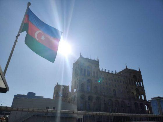 Uno dei principali complessi che circondano il circuito cittadino di Baku | Evosmart.it
