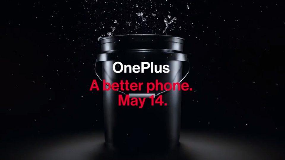 OnePlus 7 buttato in un secchio d'acqua, ma l'azienda non lo raccomanda