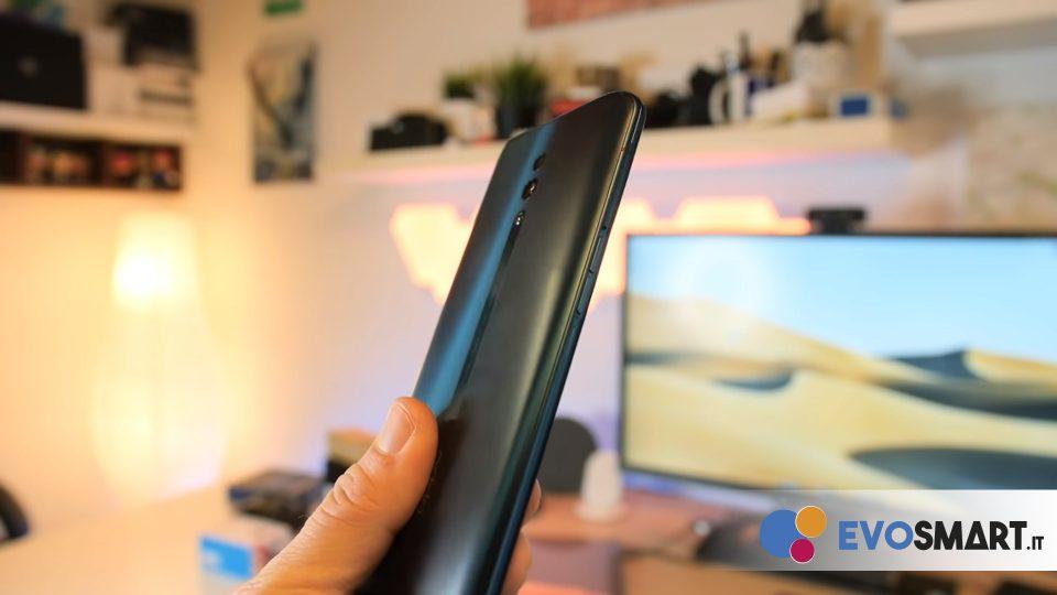 Il frame dello smartphone si fonde perfettamente con i vetri frontale e posteriore | Evosmart.it
