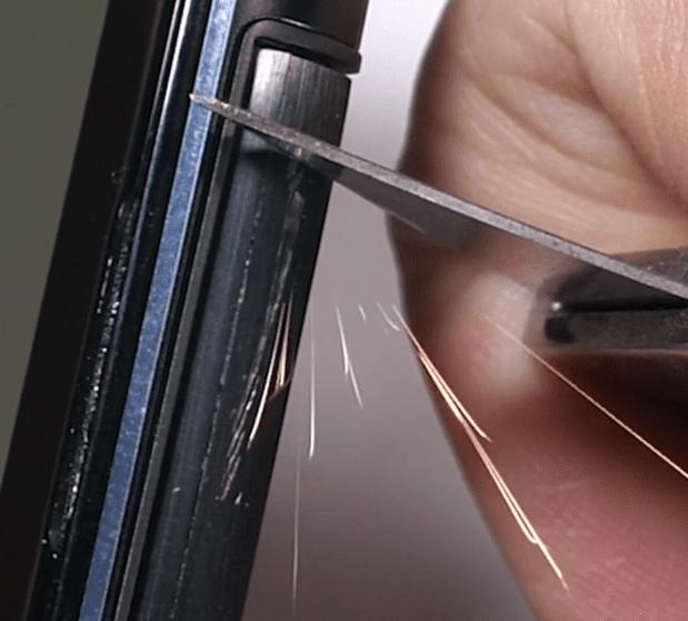 Asus Zenfone 6: quanto è resistente la Flip Camera?