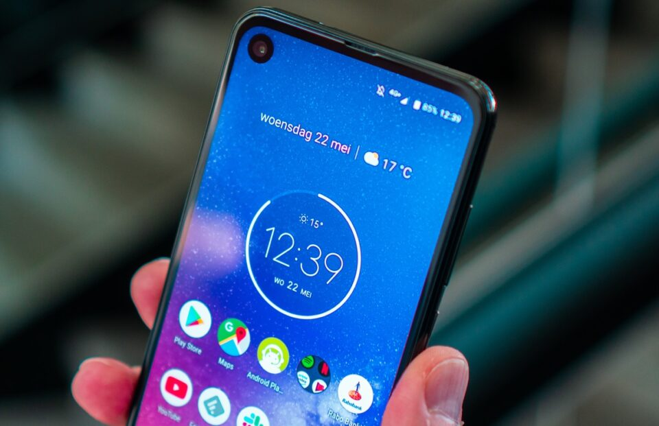 Motorola One Action si mostra nei primi render