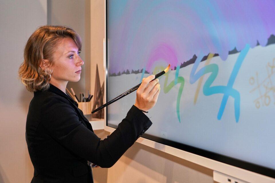 Samsung Flip 2019! La lavagna che riconoce lo spessore delle penne.