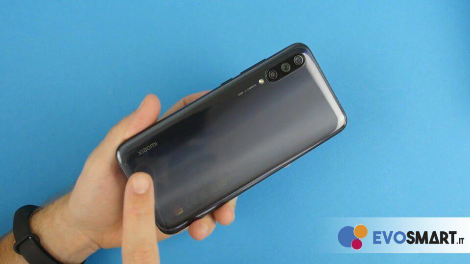 Molto elegante e pulito il retro di questo smartphone   Evosmart.it