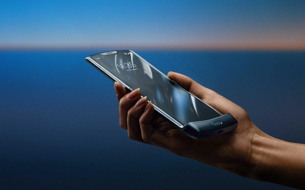Motorola RAZR ufficiale: lo smartphone del futuro che guarda verso il passato