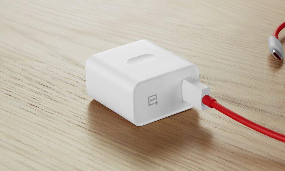 OnePlus pronta a potenziare la Warp Charge: supporterà fino a 65W