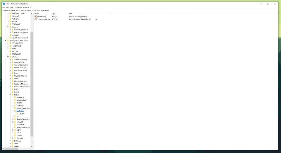 Una volta aperto il registro di sistema per prima cosa raggiungete la cartella al seguente percorso: HKEY_LOCAL_MACHINE\SYSTEM\Setup\MoSetup